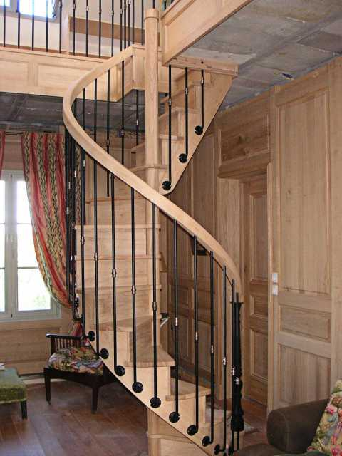 escalier bois et fer forg id e int ressante pour la conception de meubles en bois qui inspire. Black Bedroom Furniture Sets. Home Design Ideas